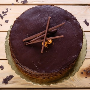 Chocolate hazelnut by pastel cakes %28serves 8%29