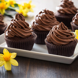 6 pieces chocolate fudge cupcakes